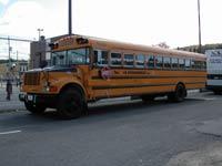 canada - québec - Concernant les bus de transport scolaire au Canada. Il faut impérativement s'arrêter dans les deux sens quand les feux du bus se mettent à clignoter et que le panneau ARRET se déploie. Ne pas respecter cette règle peut vous coûter très cher en plus d'être dangereux pour les enfants qui traversent sans regarder puisqu
