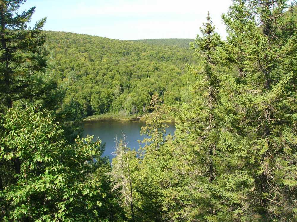 Le canada est couvert de lacs