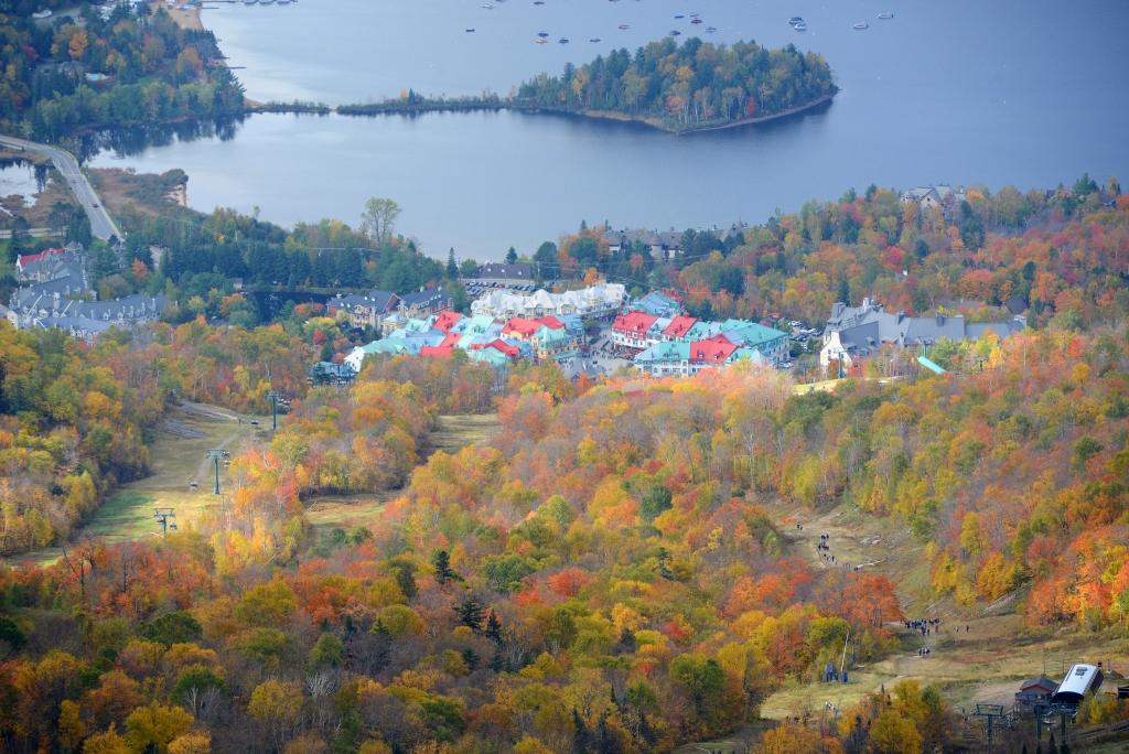 Lac du Mont Tremblant dans les Laurentides au Québec